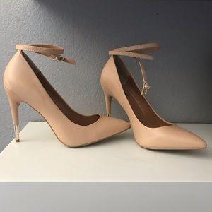 Nude beige pump heels sizes 7.5